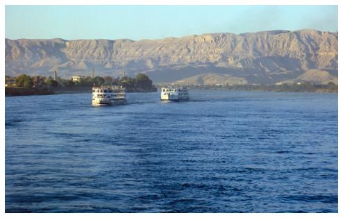 Kreuzfahrtschiffe a. d. Nil